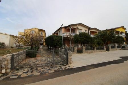 Vir - Kuća sa apartmanima - 50m od mora