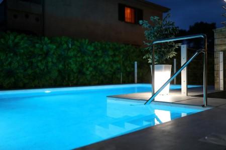 TOP!! - Luksuzna vila sa bazenom - 310m2 - Borik Mocire