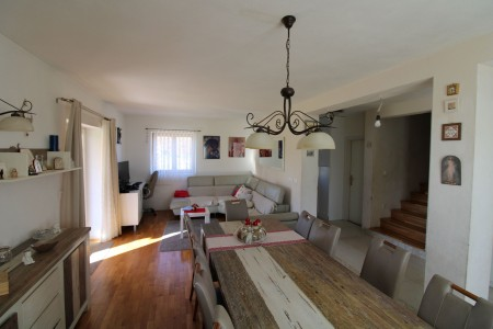 ZADAR - GORNJI ZEMUNIK - Veliko imanje od 4.555m2 građevinskog zemljišta sa kućom od 84m2