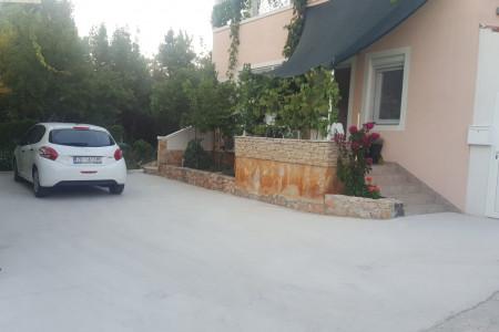 Diklo - Kuća 170m2 s 2 stana - 20m od mora